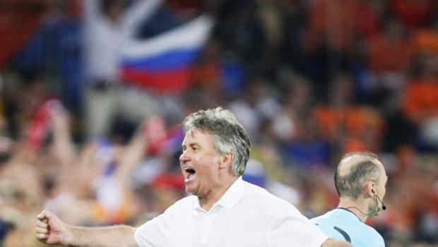СМИ: Хиддинк может вновь возглавить сборную России по футболу
